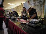 jurnalis-tribun-pontianak-saat-mengikuti-media-gathering-cooking-challenge_20180421_110952.jpg
