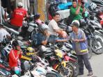 juru-parkir-pasar-tengah-1_20160225_130448.jpg