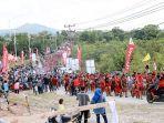 karnaval-budaya-sekaligus-parade-tangkint-saat-pembukaan-festival-budaya-dayak-ke-1-kalbar.jpg