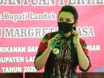 karolin-batikbermasker.jpg