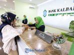 karyawatibank-kalbar-syariah-melayani-nasabah.jpg