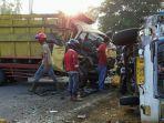 kecelakaan-beruntun-antara-1-unit-bus-dan-3-truk-di-jalan-raya-wajok-hilir.jpg