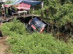 kecelakaan-beruntun-terjadi-di-jalan-purnama-2.jpg