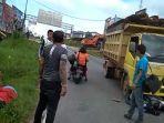 kecelakaan-lalu-lintas-antara-truk-dan-sepeda-motor-di-jalan-trans-kalimantan.jpg