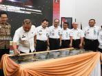 kepala-badan-pembinaan-hukum-nasional-rbenny-riyanto-menandatangani-prasasti.jpg