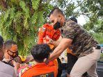 kepolisian-trc-dan-sar-saat-mengevakuasi-korban-tenggelam-182.jpg