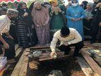 ketua-dmi-provinsi-kalbar-melakukan-peletakan-batu-pertama-masjid-al-hijrah-12.jpg