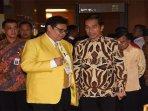 ketua-umum-dpp-partai-golkar-airlangga-hartarto-bersama-presiden-joko-widodo.jpg