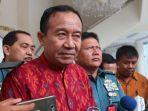 ketua-umum-parisada-hindu-dharma-indonesia-wisnu-bawa-tenaya-di-kantor-wakil-presiden-ri.jpg