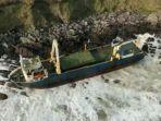 kisah-kapal-hantu-terdampar-di-irlandia-setelah-lebih-dari-setahun-terombang-ambing-di-laut-lepas.jpg