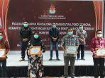 komisi-pemilihan-umum-kabupaten-bengkayang-menerima-penghargaan-354.jpg