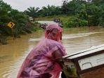 kondisi-banjir-di-jalan-sambas-bengkayang-desa-madak-pagi-ini-istimewakoramil-1201-sambas.jpg