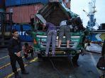 kondisi-truk-treler-yang-tertimpa-kontainer-hancur.jpg