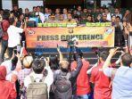 konferensi-pers-terkait-penangkapan-26-kg-sabu-dari-malaysia-1.jpg<pf>konferensi-pers-terkait-penangkapan-26-kg-sabu-dari-malaysia-2.jpg<pf>konferensi-pers-terkait-penangkapan-26-kg-sabu-dari-malaysia-3.jpg<pf>konferensi-pers-terkait-penangkapan-26-kg-sabu-dari-malaysia-4.jpg