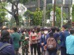 kritik-7-tahun-pemerintahan-jokowi-bem-si-geruduk-istana-oligarki-dengan-1000-mahasiswa.jpg