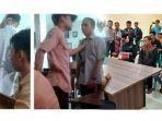 kronologi-siswa-merokok-dan-tantang-guru-berkelahi-di-kelas-videonya-viral-hingga-berakhir-damai.jpg
