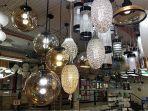 lampu-hias-dari-indah-lighting-yang-di-pajang-di-studio-bangunan.jpg