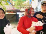 lina-jubaedah-bersama-kedua-anaknya-rizky-febian-putri-delina-delina-bintang-aura-putri.jpg