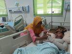 linda-ibu-saat-temani-anaknya-riski-didalam-ruang-perawatan.jpg