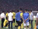 live-indonesia-vs-malaysia-sempat-dihentikan.jpg