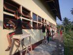 mahasiswa-konsulata-melakukan-pengecatan-persekolahan-dasar_20180217_210218.jpg