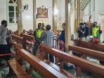 memantau-keamanan-salah-satu-gereja-di-kota-singkawang.jpg