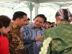 menteri-koordinator-bidang-perekonomian-airlangga-hartarto-saat-bersama-presiden-joko-widodo-897.jpg