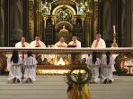 mgr-agustinus-agus-memimpin-misa-pembukaan-conference-exorcism.jpg