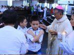 mgr-agustinus-agus-uskup-agung-pontianak-memimpin-misa-perayaan-paskah.jpg