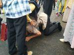 muhammad-alhari-bintara-polisi-saat-cium-kaki-ibunya-asx.jpg<pf>muhammad-alhari-bintara-polisi-saat-peluk-ayahnya-qws.jpg