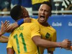 neymar-peluk-gabriel-jesus_20160811_133739.jpg