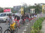 orang-bersepeda-tak-menggunakan-masker.jpg