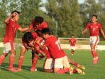 para-pemain-timnas-u19-indonesia-merayakan-gol-ketiga.jpg