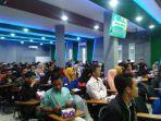 para-pembicara-dan-mahasiswa-yang-hadir-di-seminar-nasional-di-polnep.jpg