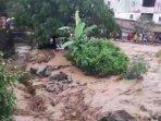 parapat-diterjang-banjir-berlumpur.jpg