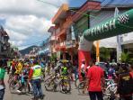 pebalap-sepeda-finis-di-singkawang_20150426_120732.jpg