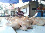 pedagang-ayam-di-pasar-sebukit-rama-mempawah.jpg