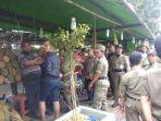 pedagang-durian-musiman-di-jl-tanjung-raya-2.jpg