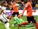pedrinho-beraksi-selama-pertandingan-sepak-bola-liga-champions-uefa.jpg