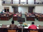 pelaksanaan-hearing-dprd-kabupaten-sambas-qedaa.jpg