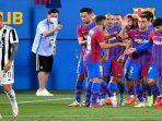 pemain-barcelona-merayakan-gol-kedua-mereka.jpg
