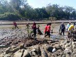 penanaman-bibit-mangrove_20180422_112240.jpg