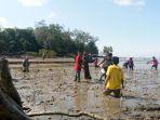 penanaman-bibit-mangrove_20180422_133738.jpg
