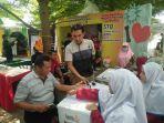 pengunjung-melakukan-pemeriksaan-kesehatan-gratis-di-stan-muhammadiyah.jpg