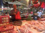 penjual-daging-ayam-di-pasar-tradisional-flamboyan-dan-di-pasar-dahlia.jpg