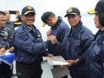 penyematan-brevet-kehormatan-kapal-permukaan-dari-komandan-pangkalan-utama.jpg