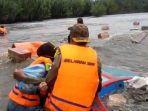 perahu-motor-yang-bawa-para-relawan-dan-bantuan-4.jpg