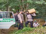 personel-tni-polri-mengawal-distribusi-vaksin-sinovac-ke-kecamatan-sepauk-tempunak.jpg