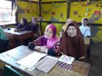 peserta-didik-program-buta-aksara_20180508_193722.jpg