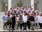 peserta-lida-2019-bersama-sejumlah-artis-dangdut-bertemu-presiden-jokowi-iriana-malah-jadi-sorotan.jpg